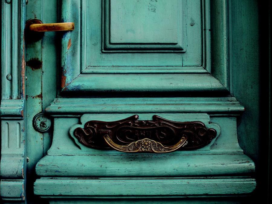 old-door-2045073_1920